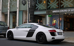 Audi R8 (MauriceVanGestel Photography) Tags: auto white black cars blanco car germany de deutschland d north centro 8 center stadtmitte german coche r alemania autos audi dsseldorf rhine altstadt zentrum zwart wit centrum supercar zara coches ddorf germancar sportscar deutsch duitsland supercars r8 k knigsallee blackrims duits alemn sportwagen westphalia northrhinewestphalia whiteonblack duitser raudi rhinewestphalia audir8 germansportscar northrhine duitseauto deutscheauto r8s whiteaudi sportwagens audi8 audir audir8s whiter8 whiteaudir8 knigsalleedsseldorf audidsseldorf witter8 witteaudi kdsseldorf zwartevelgen witteaudir8 stadtmittedsseldorf duitsesportwagen cochealemn duitsesupercar witopzwart