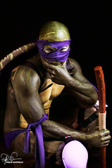 Donatello (Philip Bonneau) Tags: shirtless man male costume mask cosplay ninja muscular shell makeup bodypaint turtles donatello tmnt ninjaturtles heroesvillains philipbonneau