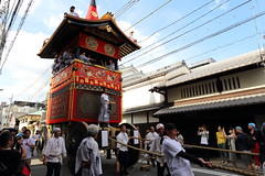 In the old town (Teruhide Tomori) Tags: summer festival japan kyoto event   tradition  float japon gionmatsuri