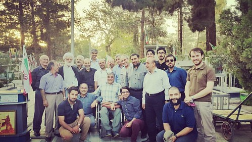 . گرداگرد #جانباز سرافراز حسن ابوطالبی بر مزار #شهید #شادکار همه هستیم. #بهشت_زهرا #قطعه۲۴  ۶ مرداد ۹۵