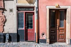 2B (Nick Barkworth) Tags: nikond90 nikkor35mm urban gamlastam sweden doors doorway street oldtown stockholm