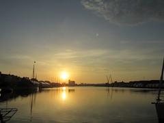 Lever de soleil (Bassin Duguay Trouin) (saintmalojmgphotos) Tags: bassinduguaytrouin port lever soleil saintmalo 35 solidor bateaux plage sable fish