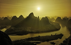 Backlight at Xiangtangshan. (Massetti Fabrizio) Tags: backlit xianggongshan xiangtangshan sun sunlight sunrise rodenstock mountain mount river yellow china cina cambo color iq180 guilin guangxi yangshuo yangshou ~themagicofcolours~xiii