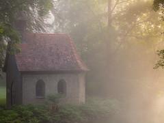 morning-fog (jan.scho) Tags: kirche kapelle nebel morgen dunst sonne sonnenstrahlen wiese gelb