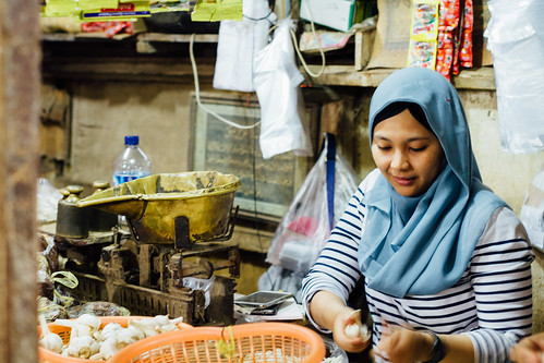 Muslim Garlic Vendor, Pasar Keputran Surabaya Indonesia