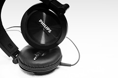Headphones (Werner Willemsen) Tags: headphones philips music muziek bw black white
