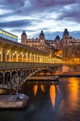Bir_Hakeim (Projet) (Justin.S.) Tags: cloud facebook flickr instagram longexposure metro nuage paris pontdebirhakeim poselongue projetseine publiee seine
