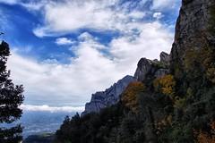Marco incomparable (SantiMB.Photos) Tags: autumn españa fall clouds geotagged nubes montserrat otoño kdd tamron 18200 esp cataluna elbruc enfoca dynamiccontrast ml70 geo:lat=4161042093 geo:lon=179358244