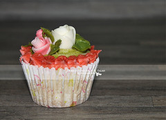 HOME MADE :) (amert alwrd .... [ SHAIMA ]) Tags: red flower green rose cake sweet sugar cupcake shaima fondant     abdulrahman