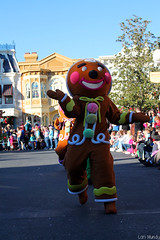 Mickey's Once Upon A Christmastime Parade (disneylori) Tags: christmas mainstreet disney parade disneyworld characters wdw waltdisneyworld magickingdom townsquare mainstreetusa gingerbreadmen disneycharacters disneyparade disneyworldparade mickeysonceuponachristmastimeparade nonfacecharacters waltdisneyworldparade