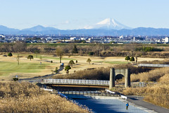 Mt. Fuji grand scale and a man (A7design1) Tags: bridge winter japan golf cityscape view lookout saitama   mtfuji     kumagaya cyclingroad