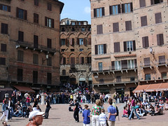 Piazza Del Campo - Siena (Steve Barowik) Tags: italy brown brick fuji tuscany campo fujifilm siena piazza herringbone lovelycity barowik stevebarowik sbofls26
