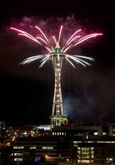 Seattle New Year 2013 #2 (Fresnatic) Tags: seattle nightphotography pacificnorthwest spaceneedle washingtonstate seattlecenter newyearfireworks spaceneedlefireworks canonrebelxsi fresnatic seattlenewyear2013 seattlefireworks2013 spaceneedlenewyear2013