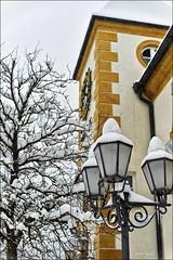Laternen im Winterschmuck (Helmut Reichelt) Tags: leica schnee winter germany deutschland bavaria oberbayern rathaus m9 laternen geretsried schneehauben voigtlandernokton50mmf11 colorefexpro4 captureone7