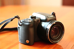 Kodak SUPERZOOM (colelocurto) Tags: camera light color canon photography eos rebel aperture zoom kodak bokeh gear naturallight indoor super easy t3 share superzoom bokehlicious z981 kodakeasysharez981 kodakz981 canoneosrebelt3