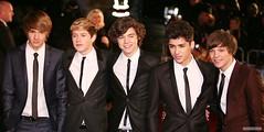 (One Direction Archive) Tags: uk london smile smiling blacktie whiteshirt blacksuit chroniclesofnarnia onedirection royalfilmpremiere zainmalik harrystyles louistomlinson liampayne niallhoran