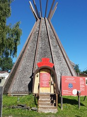 Bienvenue  Wendake, le village amrindien des Hurons-Wendats ,un endroit  visiter. (Loo Bay) Tags: tipi quebeccity loretteville villagehuron wendake travel