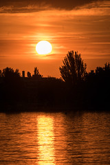 Ein Himmel wie gemalt -  - Painted Sky (ralfkai41) Tags: hungary colours see wasser outdoor lake natur sun wolkenclouds balaton himmel water farben sonnenaufgang nature sunrise sonne sky ungarn