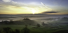Magical sunrise. (Massetti Fabrizio) Tags: tuscany toscana belvedere sunrise sun fog sanquirico pienza phaseone iq180 rodenstock siena sunlight rural valdorcia countryside color