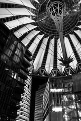 Sony-Center bei Nacht (Ulrike Sobisch) Tags: sonycenter berlin nacht dach