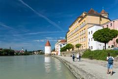 Passau, Innseite (bayernphoto) Tags: passau bayern niederbayern donau inn ilz dom 3 drei fluesse river cruise flusskreuzfahrt katholisch ausblick panorama schiff heilige bunt farbig altstadt stadtkern details bavaria danube blauer himmel sonnig sommer sunny