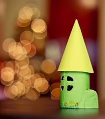 Casita de cartn (Sol Z.B.) Tags: christmas children navidad bokeh nios manualidades paperhouses casitasdecartn torrecastillodecartn