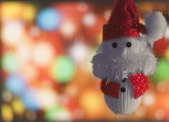 :) (_Zahira_) Tags: christmas red color cutout lafotodelasemana lights navidad luces rojo bokeh olympus colores santaclaus muñeco 50mmf18 e500 uro papánoel desaturadoselectivo ltytrx5 ltytr1 50mmom ltytr99