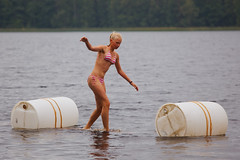 Hertta (Timo Vehviläinen) Tags: summer water girl suomi finland bikini balance vesi leiri canonef70200mmf4l saraste vesilaakso