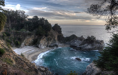 McWay falls at Big Sur (ztij0) Tags: day cloudy bigsur waterfalls juliapfeifferburnsstatepark