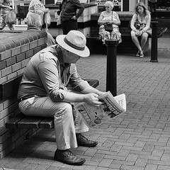 Perfect Day (Peter.Bartlett) Tags: street city urban blackandwhite man monochrome bench reading mono newspaper blackwhite unitedkingdom candid sony streetphotography nik alpha 700 bournemouth blackdiamond ordinarypeople blackwhitephotos sonyalpha streetphotographyurban alpha700 sonyalpha700 niksilverefex