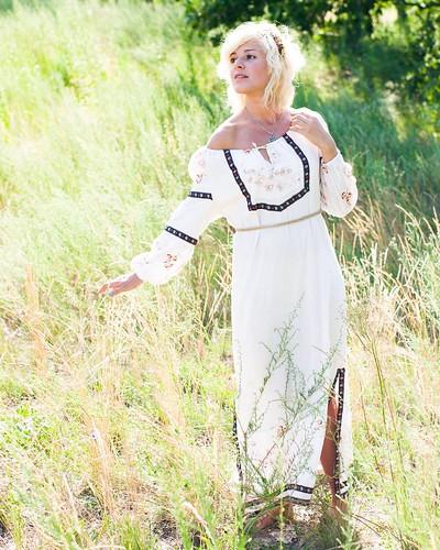 По мотивам древнего праздника - Ивана Купала.   📷 @dyakiff (8317.2016)    Для заказа 💵 съёмки звоните +380687021848.    #модель #девушка #блондинка #взгляд #платье #руки #волосы #образ #фотосессия #фотофест #природа #лицо #иванакупала #фотос