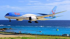 Tui dream liner (danieljef) Tags: st maarten beach tui b787 tncm princessjulianaairport sxm passengerjet phtfm stmaarten phillipsburg boeing787 dreamliner sunsetbeachbar mahobeach holidays aviation airplane airport arrival wings engines flight