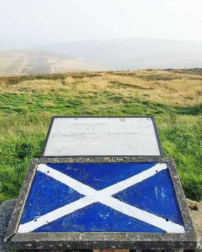 Scots Spirit Nice new lick of paint on the St. Andrew's Cross. ☺👍 #viewpoint #haar #standrewscross #scotland #proud #flag #map #peak #summit #rustic #textures #sky #autumn #sunshine #beautifulday #beautiful #cairnomount #mountain #aberdeenshire #