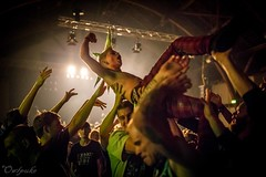 Guddommelig Galskab - Live @ Den Gr Hal, 10.09.2016 (Owlpuke Photo) Tags: guddommeliggalskab dengrhal christiania freetown barrikadefest owlpukephoto punk punkrock punks denmark danish canon6d sigma35mmf14dg crowdsurfing concert copenhagen live music moshpit musicphotography