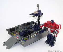 g1optimusprime19 (SoundwavesOblivion.com) Tags: autobot battle commander convoy cybertron diaclone hasbro leader optimus prime takara transformers     kenworth k100