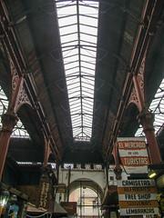 "Montevideo: Mercado del Puerto. Belle structure métallique ! <a style=""margin-left:10px; font-size:0.8em;"" href=""http://www.flickr.com/photos/127723101@N04/29750767585/"" target=""_blank"">@flickr</a>"