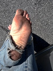 Driving (KinkyDaemon) Tags: barefoot jeans driving