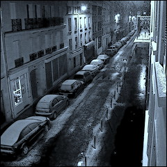 First Snow in Paris - Acte 1 - (Pifou 2010) Tags: street city winter light bw white snow paris france building art cars colors night town couleurs hiver lumiere neige nuit blanc rues ville immeuble voitures chezmoi 2013 gerardbeaulieu pifou2010 firstsnowinparis squarefotografiasparaenmarcar1006