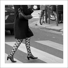 BAS CARRES (Sklkphoto1) Tags: blackandwhite paris france fashion women noiretblanc femme streetphotography lgance lamode photographiederue