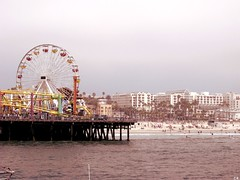 Santa Monica Pier ( cris  (searching for testimonials :)) Tags: usa holiday beach america pier santamonica ferriswheel lunapark rollercoaster westcoast spiaggia molo vacanze ruotapanoramica coth abigfave flickraward diamondclassphotographer flickrdiamond