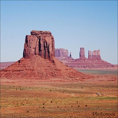 Monument Valley View. (Photoroca) Tags: trip viaje usa naturaleza mountain color colour verde green nature america landscape view colores coche cielo views vistas monumentvalley montaa tierras roca marte ocre paisage tierra piedra marciano clour ocres