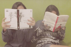 Little nerds (Maria Luiza Martins ) Tags: winter cold cute love rain friend friendship geek little sister coat like books nerds cuteness bestfriend irm ilovebooks ameninaqueroubavalivros julietaimortal