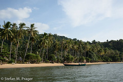 422-Kamb-Kep-043.jpg (stefan m. prager) Tags: beach cambodia grenze grenzübergang kambodscha kep meer nikond810 palme palmen rabbitisland strand krongkaeb