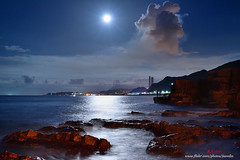 D5B_3786 moonlight (.chan) Tags:  taiwan  taiwansnortherncoast  keelung       moon    fishing    rocks clouds