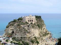 Santa Maria dell'Isola (farsergio) Tags: farsergio europa europe italia ltaly calabria vibovalenzia tropea chiuesa church isola island mare sea canong16