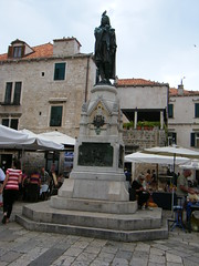 Dubrovnik, Croatia statue and bird sitting on its head (rossendale2016) Tags: head sat bird statue croatia dubrovnik