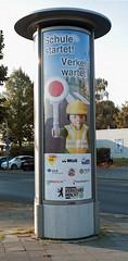 Litfaßsäule Werbung Schule Startet Verkehr wartet 2016 (rieblinga) Tags: litfassäule verkehrswacht schule startet verkehr wartet 2016 wall bvg
