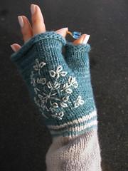 Snowflake Fingerless Mitt (MrPuffy) Tags: snowflake knitting embroidery silk blend fingerlessmittens manosdeluruguay