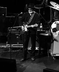 Merle Haggard (writeonmusic) Tags: blackandwhite bw canon eos rebel concert country haggard singer countrymusic merle songwriter eosrebel xsi 135mm merlehaggard singersongwriter 450d rebelxsi