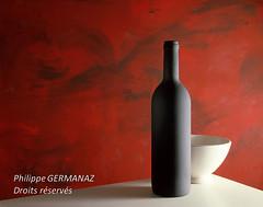 nm_029.jpg (Philippe Germanaz Photographies) Tags: stilllife bottle couleur carr bouteille naturemorte formatcarr